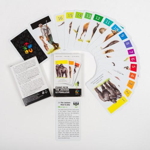 Mimo češtiny obsahuje karetní hra Černý Petr ještě anglickou a francouzskou jazykovou mutaci. Foto: Zoo Praha