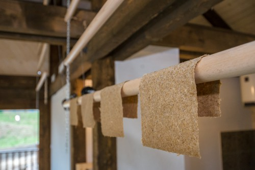 Přijďte si vyrobit papír ze sloního trusu a odnést si spolu se suvenýrem také unikátní zážitek! Foto: Petr Hamerník, Zoo Praha